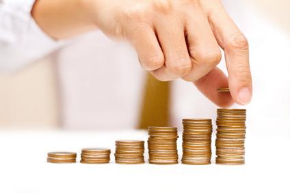 ręka liczenie pieniędzy